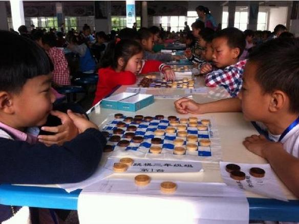 乐山市/比赛分设四个棋种,八个年龄组,男女各取前八名,参赛人数逾...