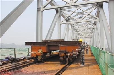 成贵铁路五通桥岷江特大桥抓紧上部结构施工