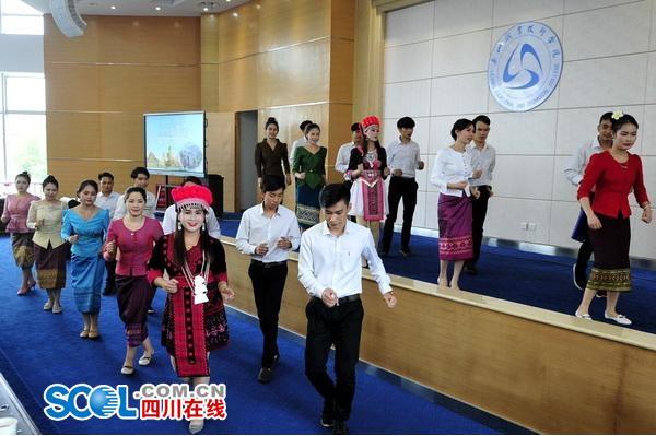 乐职院举办留学生泼水节传播中外友谊文化