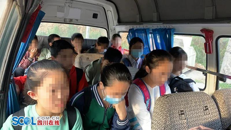 核载11人的客运车搭载了21人 井研这名司机面临刑事处罚